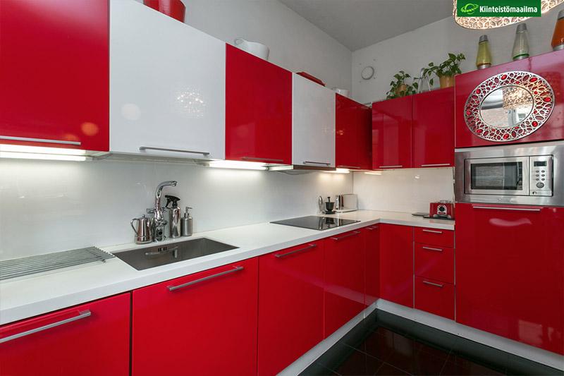 punainen-sisustus-koti-kalliossa-4