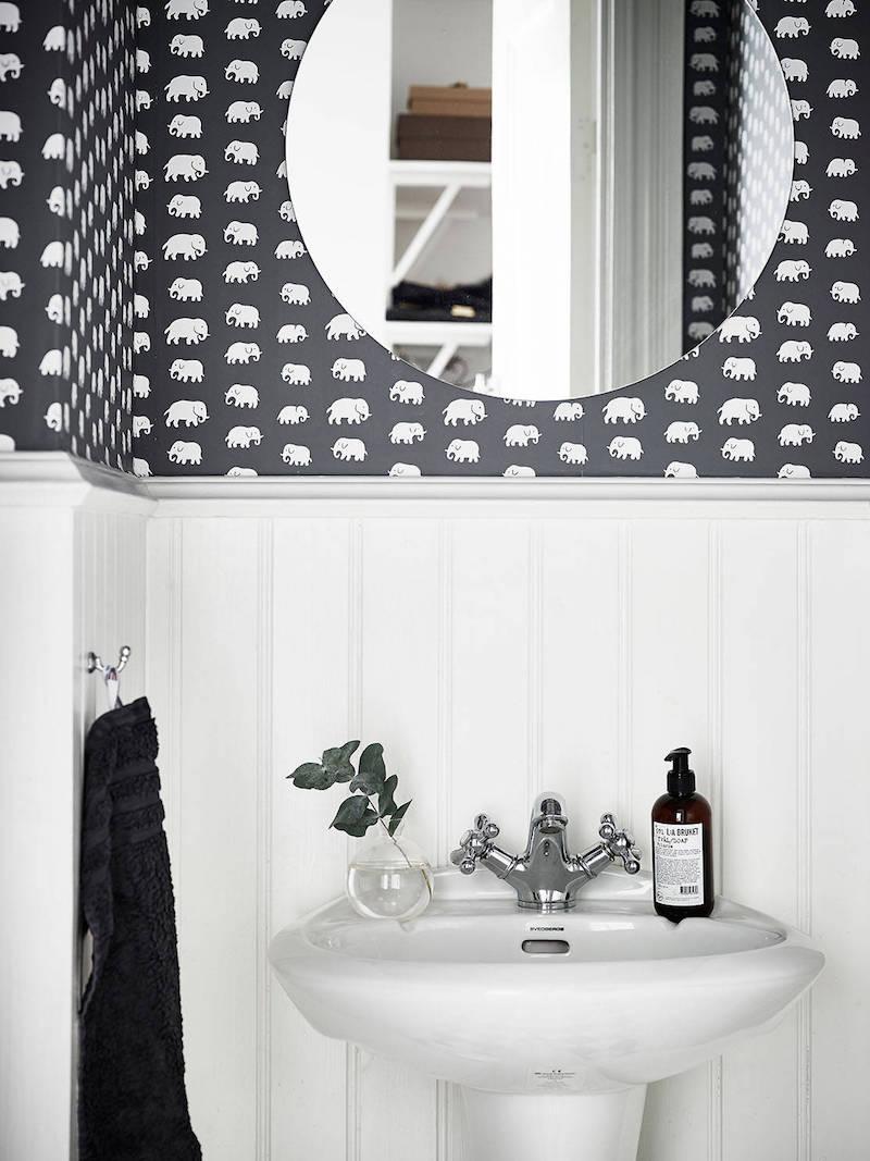 elegantti-mustavalkoinen-sisustus-kylpyhuone