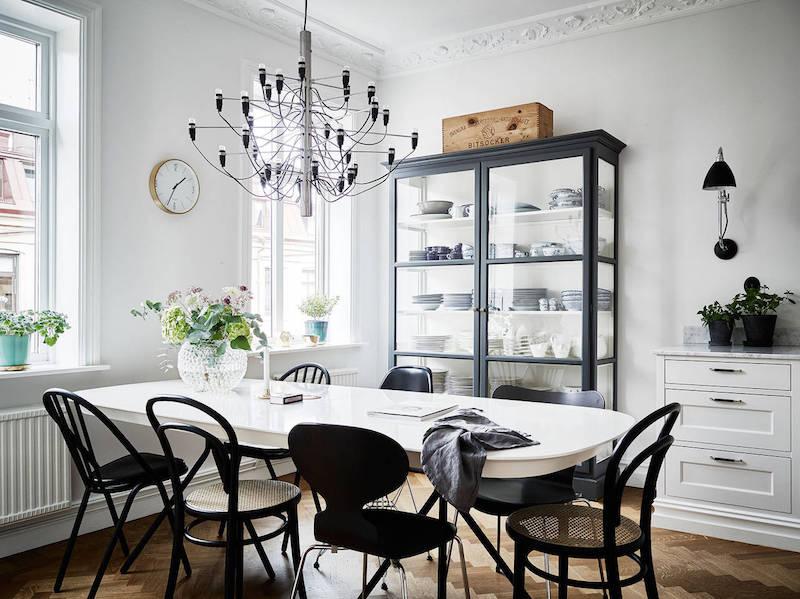 elegantti-mustavalkoinen-sisustus-ruokapoyta