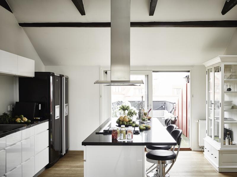 kattohuoneisto-keittio-mustavalkoinen