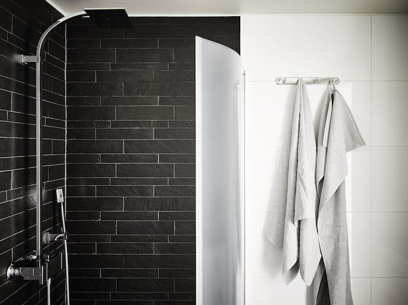 kattohuoneisto-kylpyhuone-mustavalkoinen