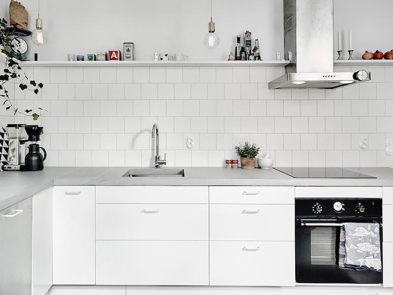 keittion-valitila-valkoinen-kaakeli