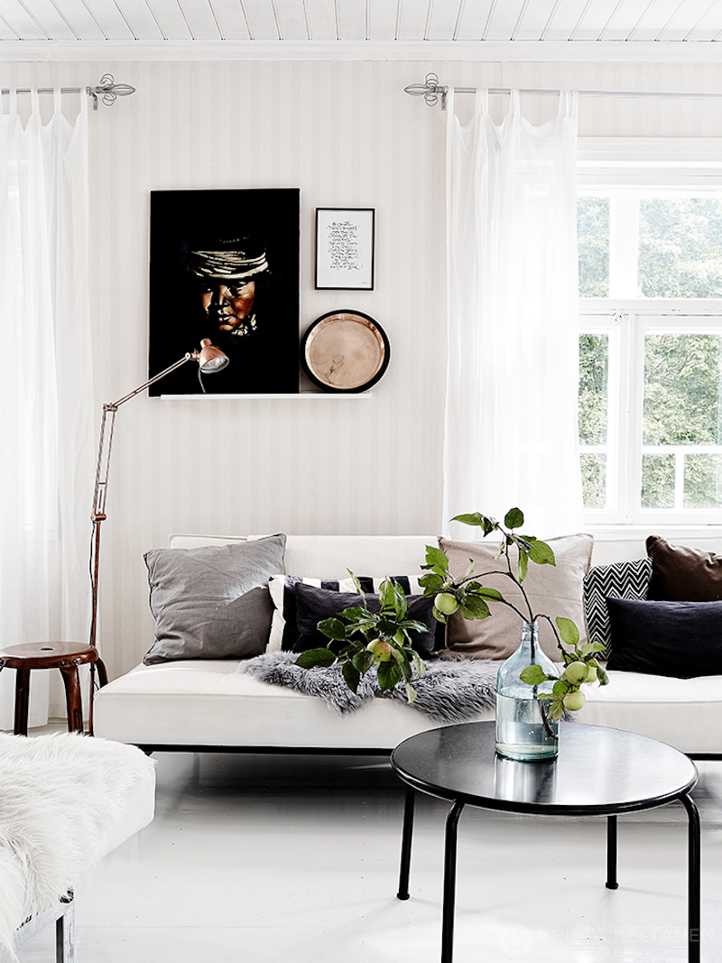puutalo-sisustus-olohuone-valkoinen