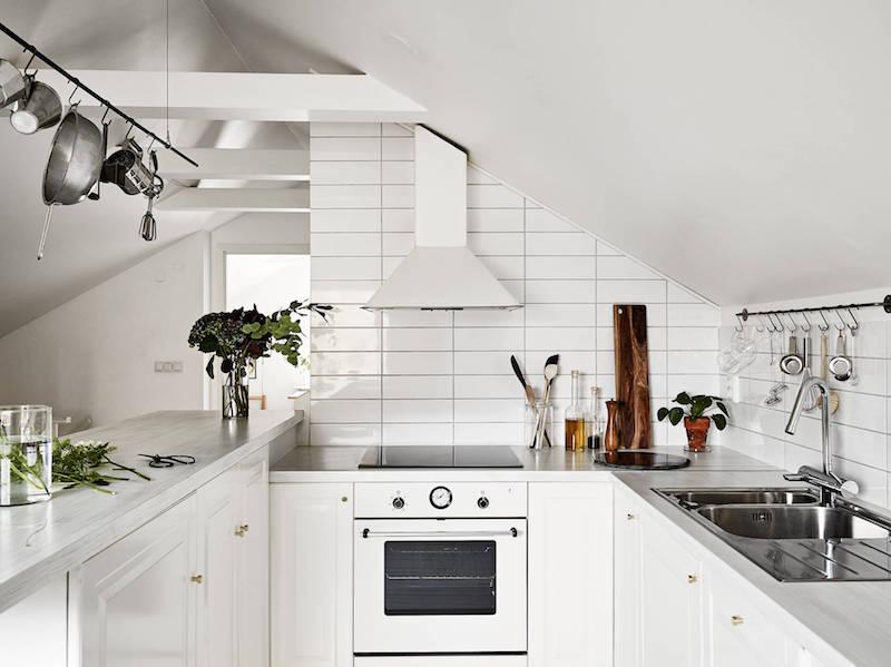 boheemi-kaksio-kattohuoneisto-keittio-sisustus