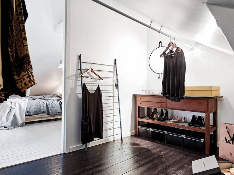 boheemi-kaksio-kattohuoneisto-pukeutumistila