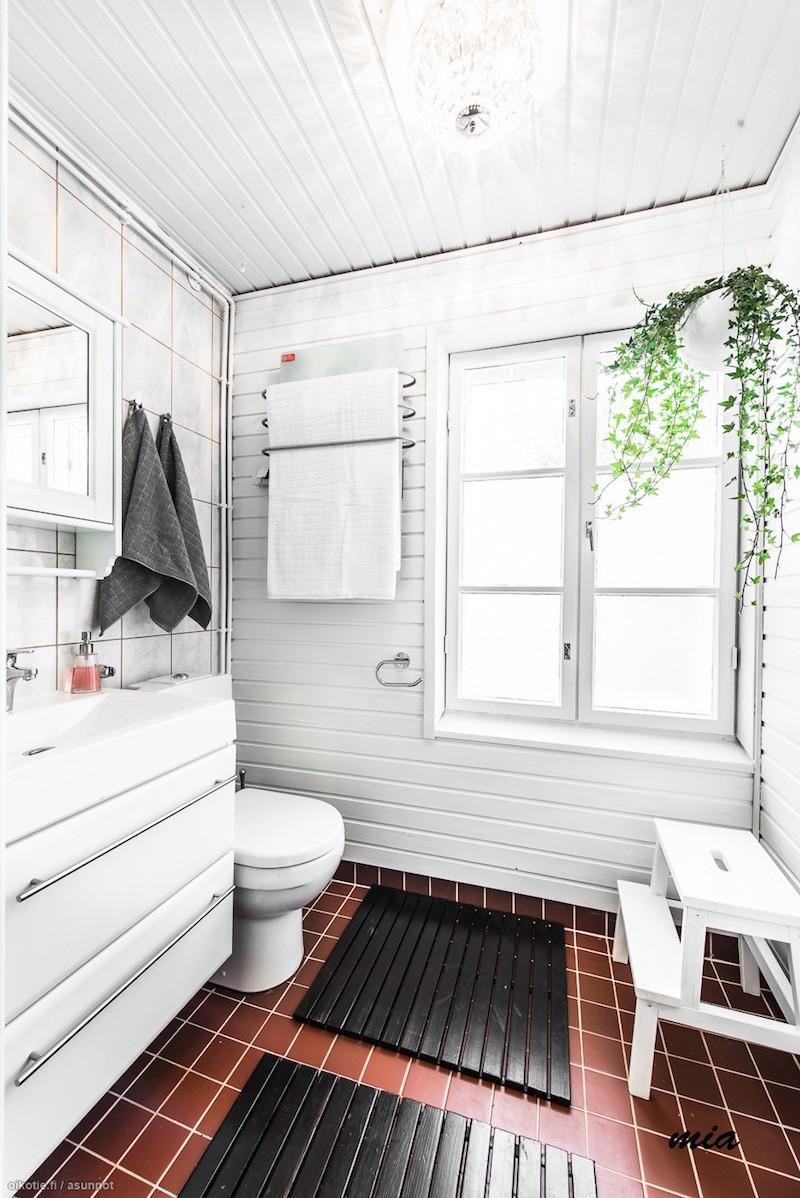 sauna hirsitalon yläkertaan