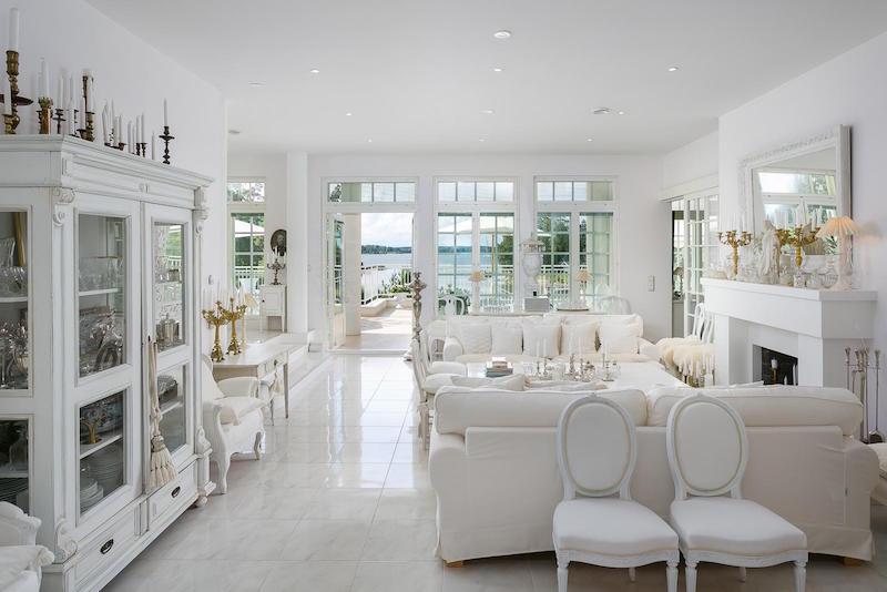 valkoinen-kivitalo-olohuone