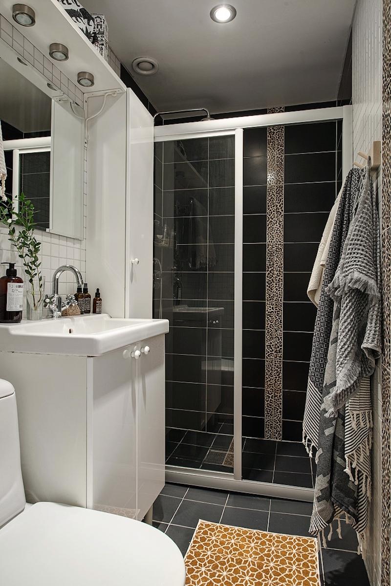 kylpyhuone-puuta-ja-valkoista