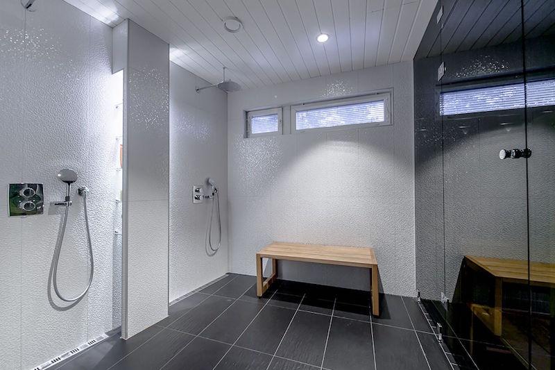 kylpyhuone-valkoiset-struktuuriseinat