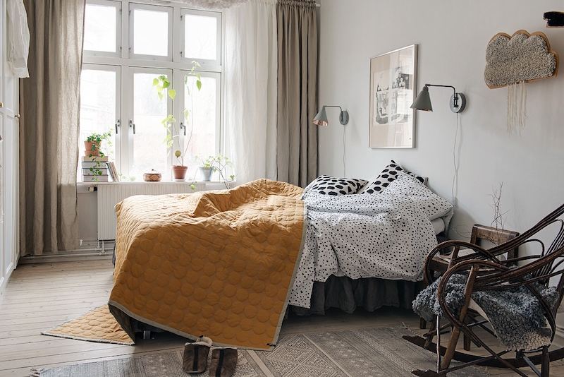 makuuhuone-sisustus-puuta-ja-valkoista