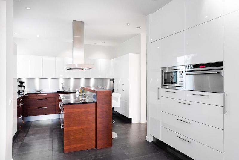 valkoinen-kivitalo-sisustus-keittio