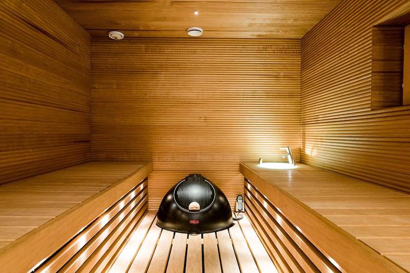 valkoinen-kivitalo-sisustus-sauna