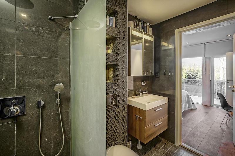 ylellinen-omakotitalo-kylpyhuone