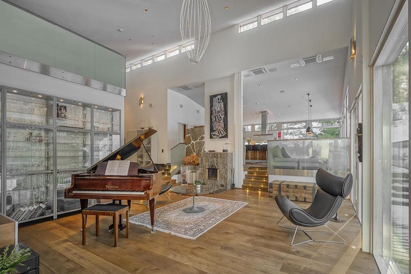 ylellinen-omakotitalo-olohuone