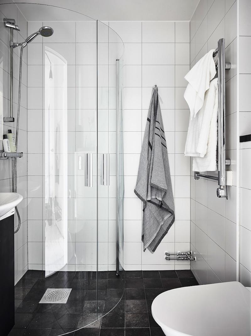kylpyhuone-puulattia-sisustus