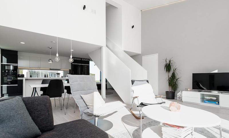 olohuone-sisustus-mustavalkoinen-koti