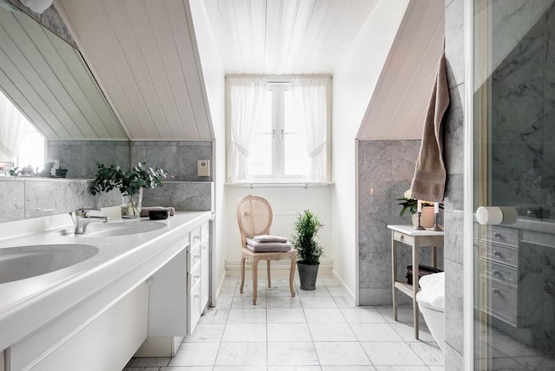 kylpyhuone-kartanotunnelmaa-kaupungissa