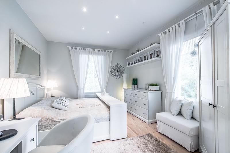 makuuhuone-sisustus-valkoinen-hurmaa
