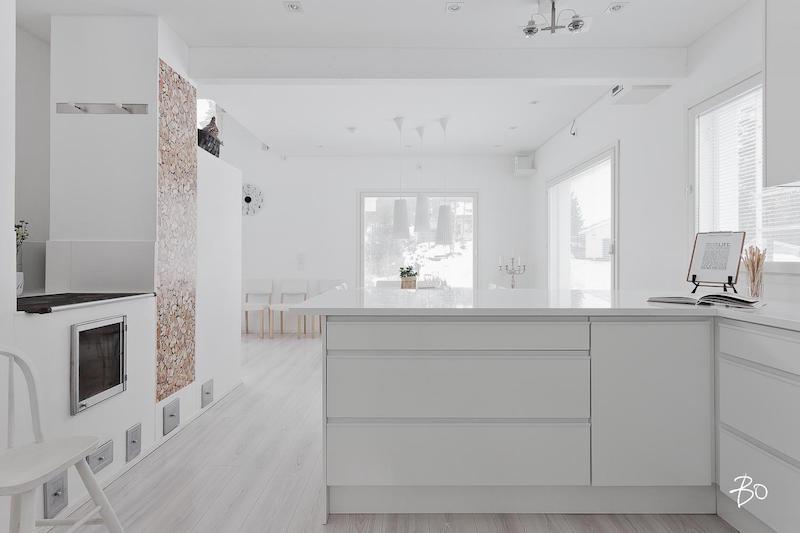 keittio-puuhella-sisustus-vari-valkoinen