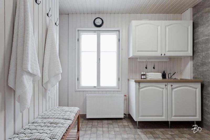 kylpyhuone-hirsitalo-sisustus