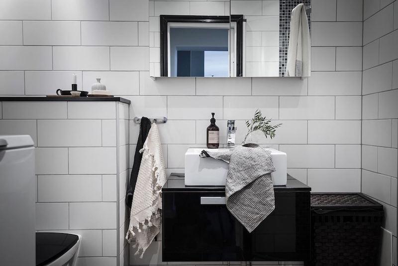 kylpyhuone-tummat-pinnat-sisustus-draama