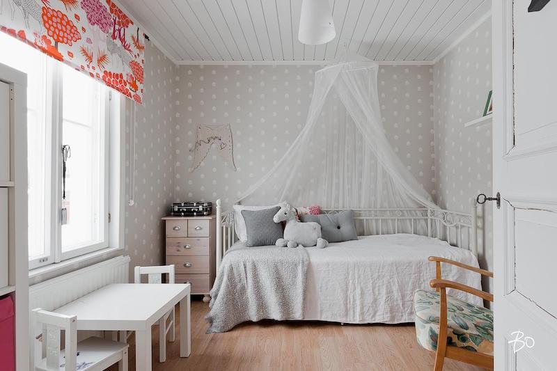 lastenhuone-hirsitalo-sisustus