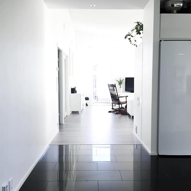 lattialaatta-valkoista-ja-mustaa-sisustus