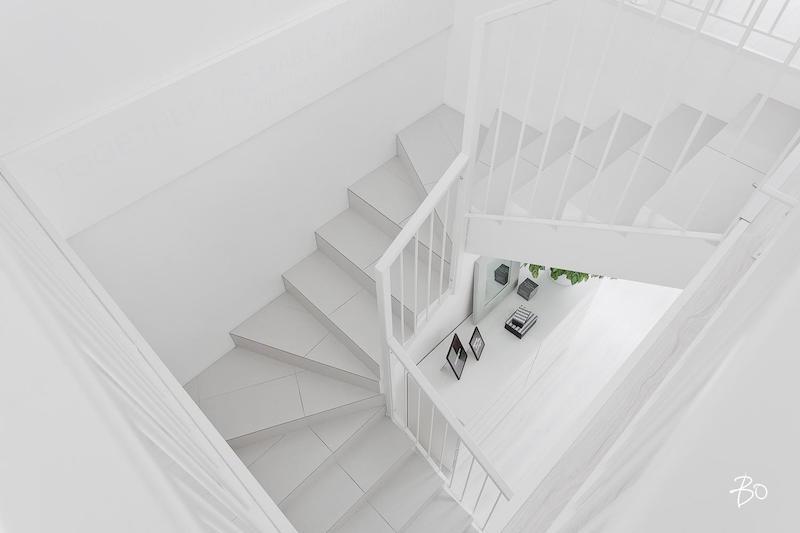 portaat-sisustus-vari-valkoinen
