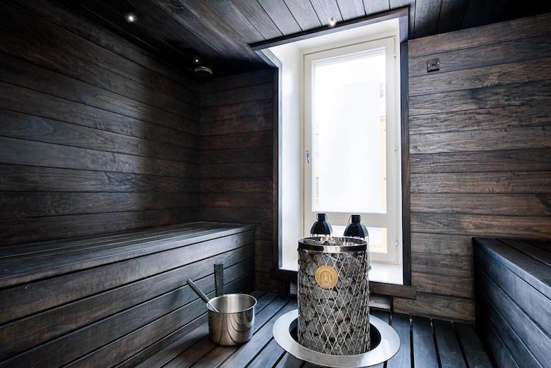 sauna-modern-mustavalkoinen-sisustus