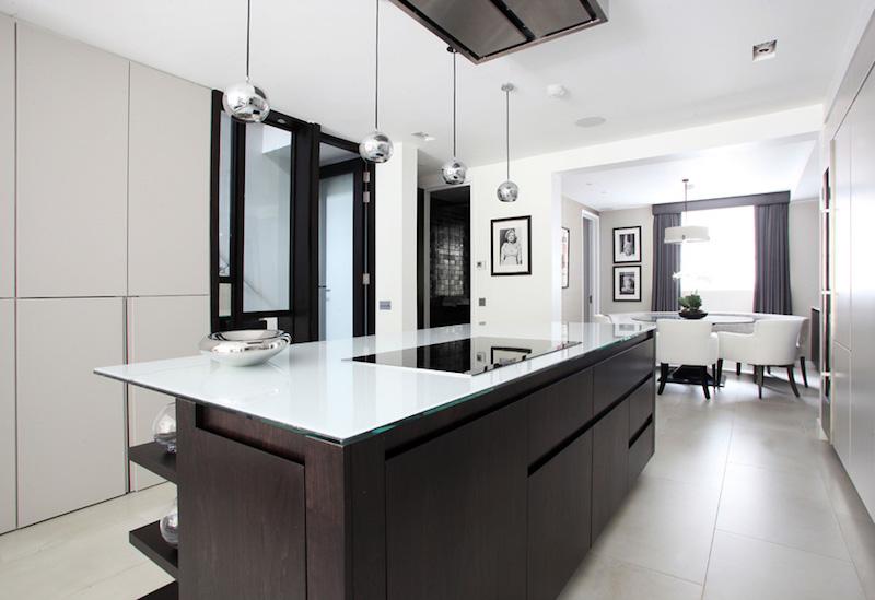 elegantti-mustavalkoinen-keittio