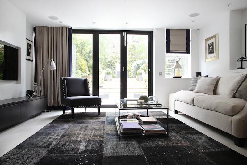 elegantti-mustavalkoinen-olohuone-sisustus