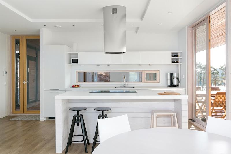 moderni-sisustus-koti-meren-aarella-keittio