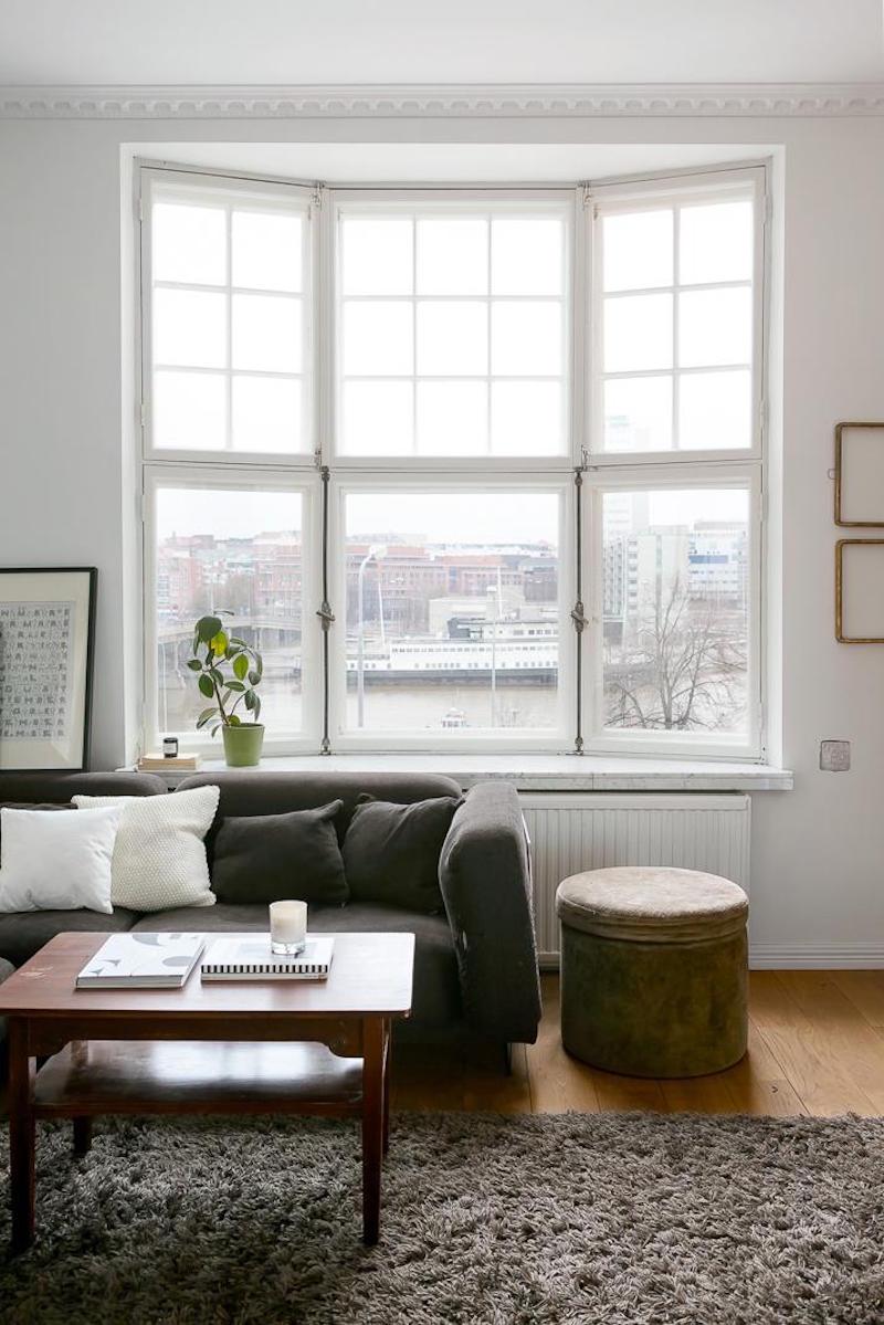 mustavalkoista-kontrastia-puuta-ikkunasyvennykset