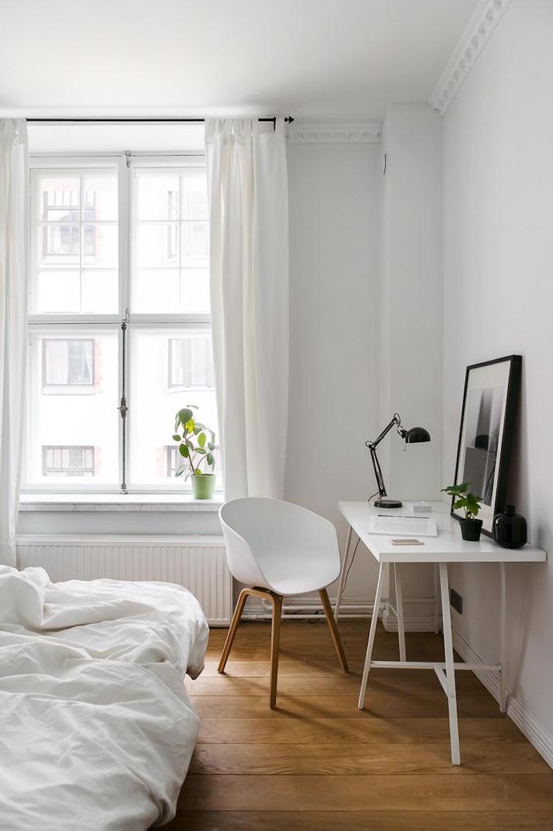 mustavalkoista-kontrastia-puuta-makuuhuone-tyopiste