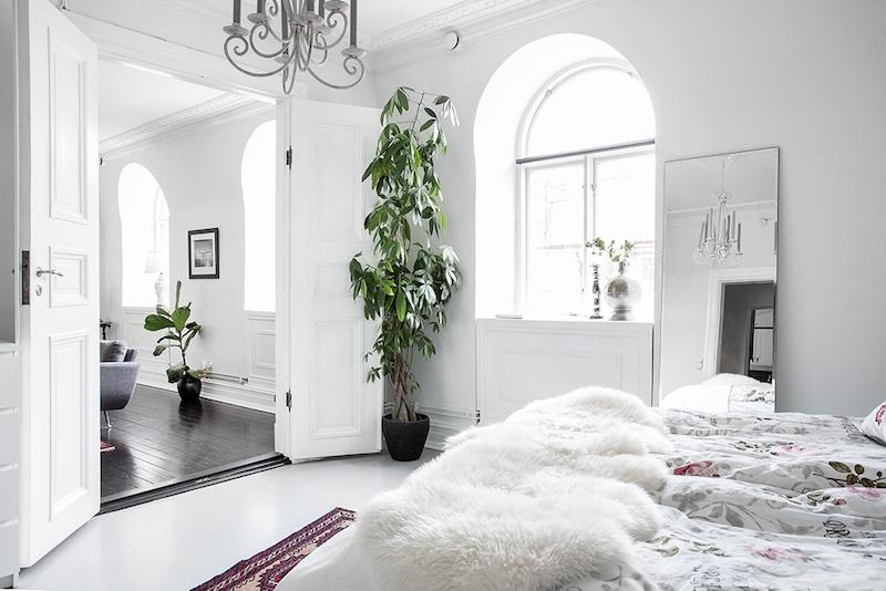 skandinaavista-romantiikka-makuuhuone-pariovet