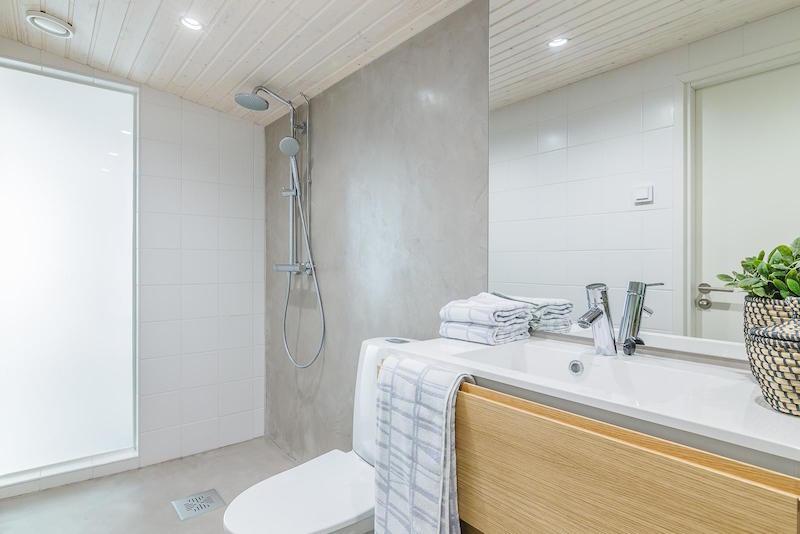 valoa-ja-puuta-kylpyhuone