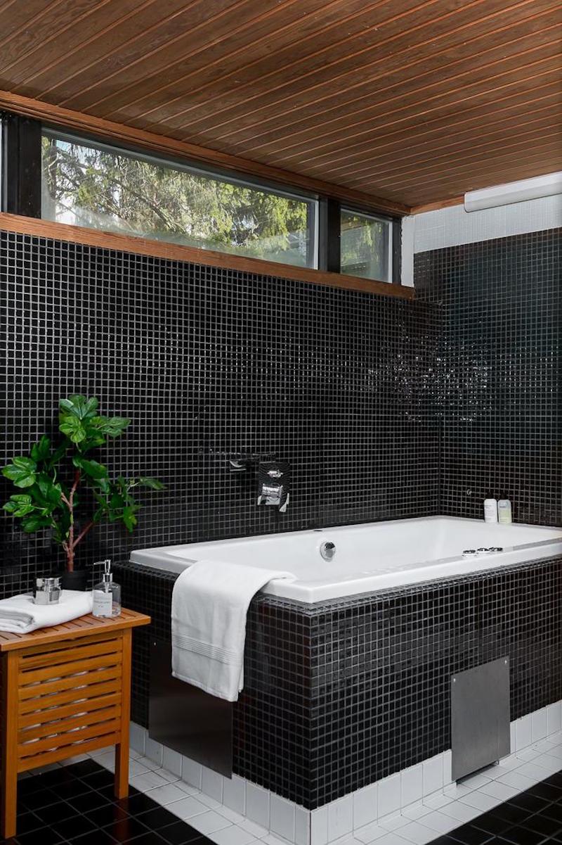 arkkitehturia-ja-elegantti-sisustus-kylpyhuone