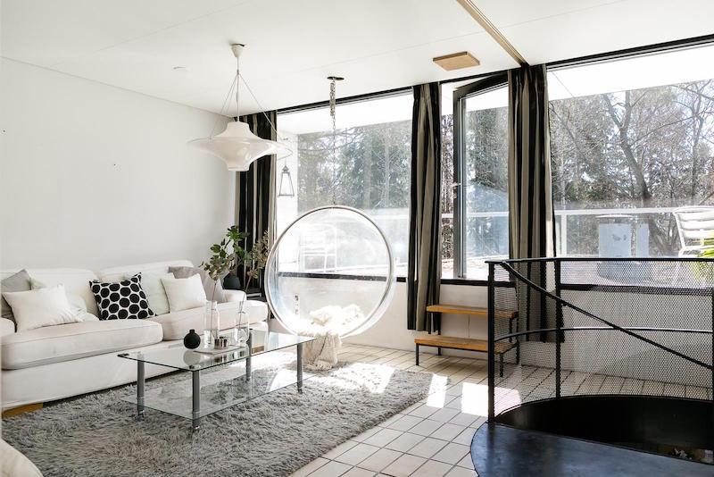 arkkitehturia-ja-elegantti-sisustus-olohuone