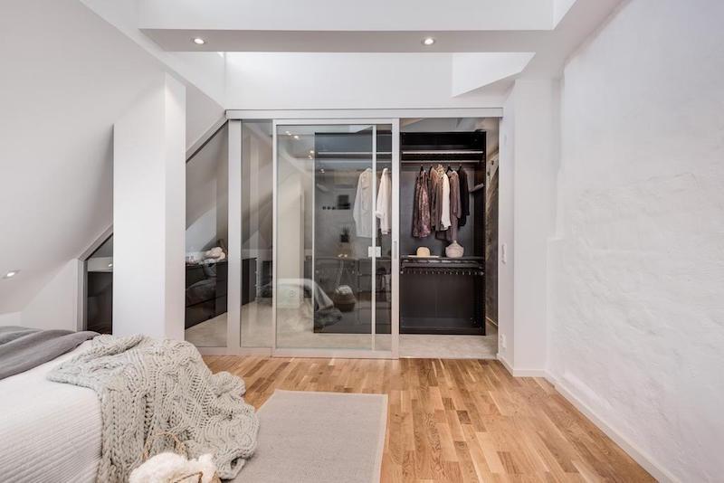 elegantti-sisustus-kattohuoneisto-vaatehuone