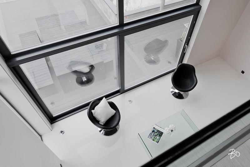 moderni-valkoinen-sisustus-huonekorkeus
