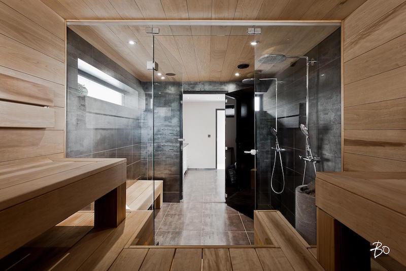 moderni-valkoinen-sisustus-sauna