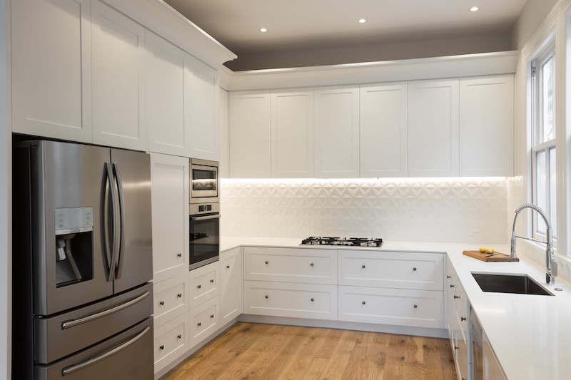 olohuone-keittio-valkoinen