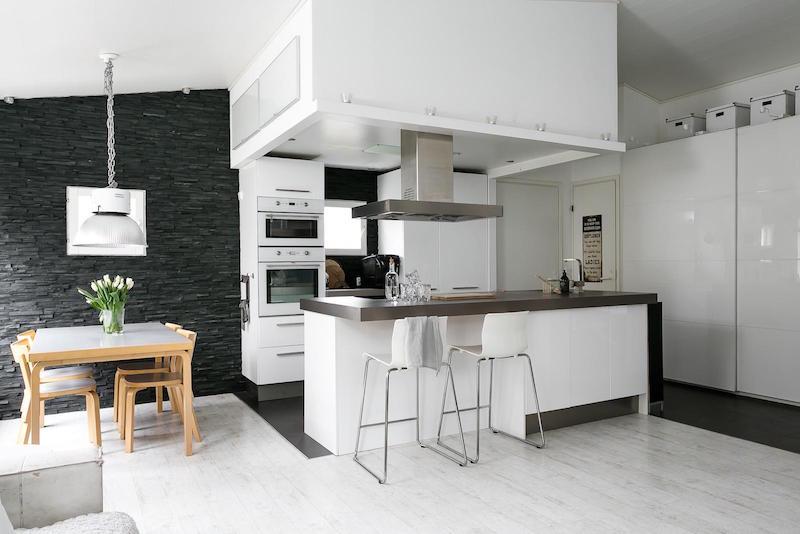 sisustus-moderni-mustavalkoinen-keittio-saareke