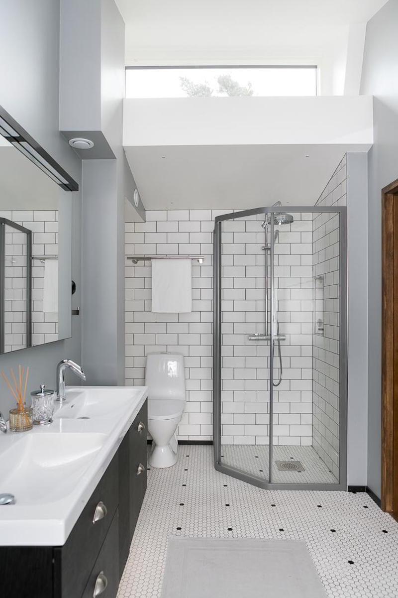 sisustus-puu-valkoinen-kylpyhuone