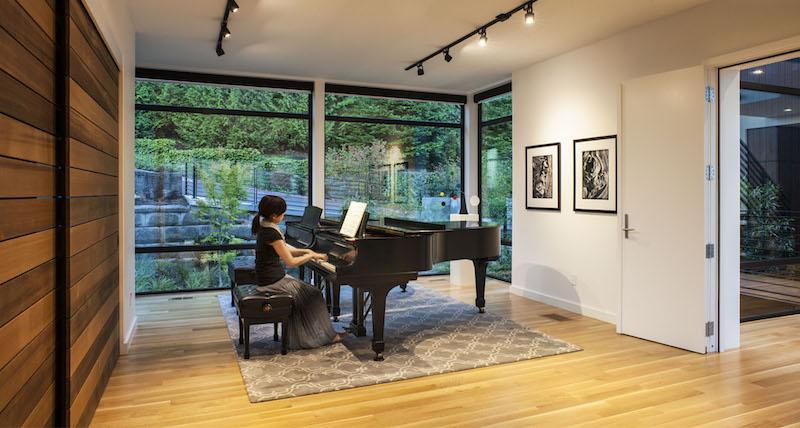 music-box-talo-piano-huone
