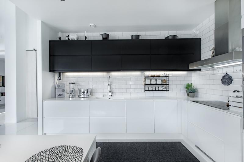 mustavalkoista-design-keittio-kaapit