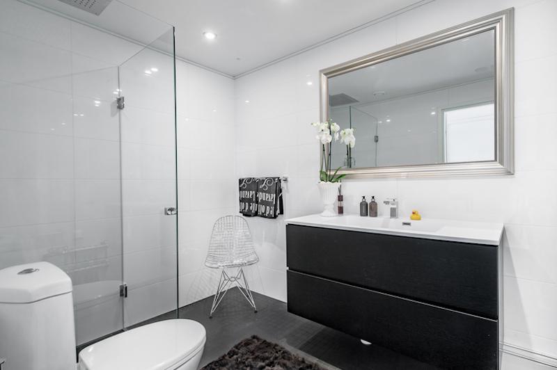 mustavalkoista-design-kylpyhuone