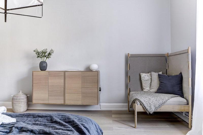 sisustuksen-rytmi-harmaa-puu-valkoinen-makuuhuone-kalusteet