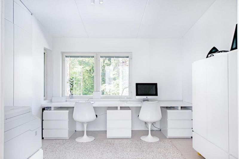 sisustus-moderni-kivitalo-tyohuone