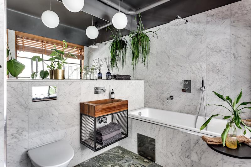 teollista-mustaa-sisustukseen-makuuhuone-kylpy